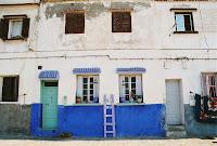 Egy ház a mecsettől nem messze. A kék szín fogott meg.
