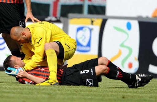 Another scare in Serie B: Nocerina player Marco Pomante collapses during a game