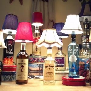 Fatto in casa: Bellissima lampada da tavolo fatta riciclando una vecchia bott...