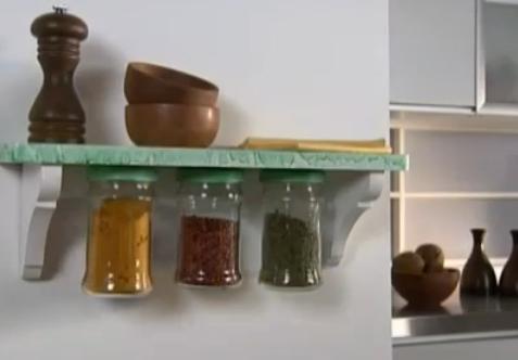Aprenda a fazer prateleiras para guardar temperos