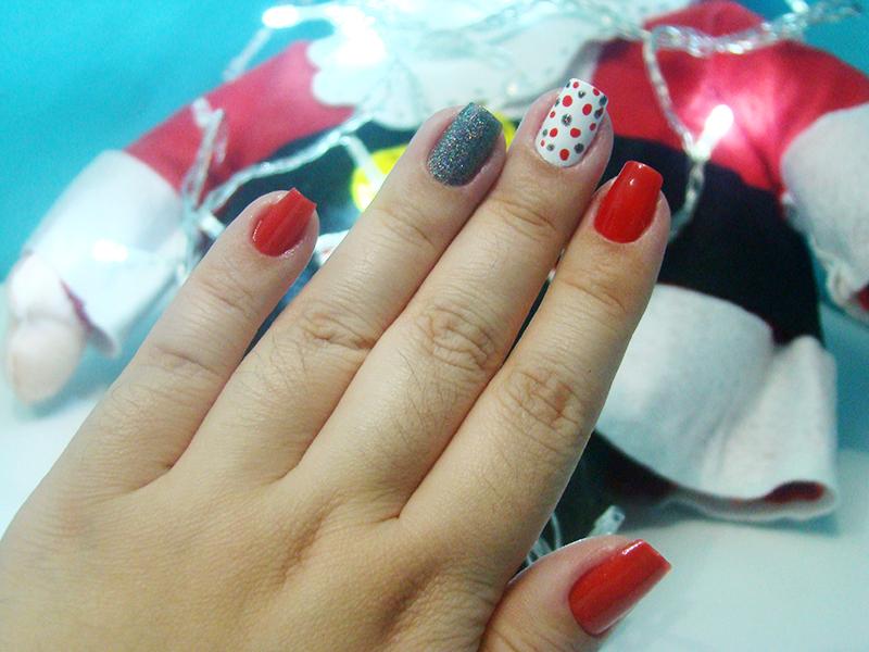 unha decorada para usar no natal xmas christmas nail art manicure esmalte final de ano inspiração papai noel santa claus vermelho branco na mira 3d brilho