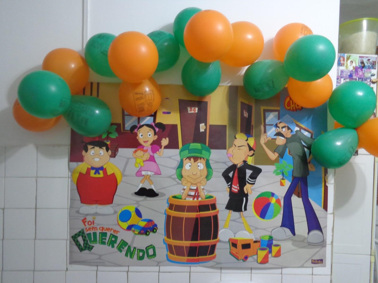 decoração foi comprada no Mercadão de Madureira e a roupa não