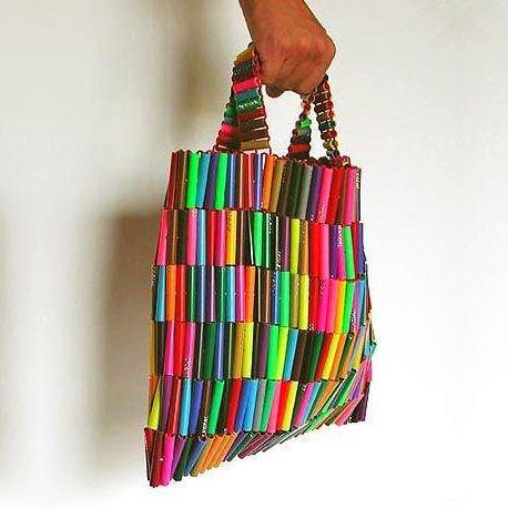 Bolso de playera http//blog.detallefemenino.com/2012/06/reutiliza,playeras,para,hacer,bolsos.html