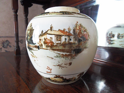 Bowl or vase showing The Anchor, Liphook coaching inn