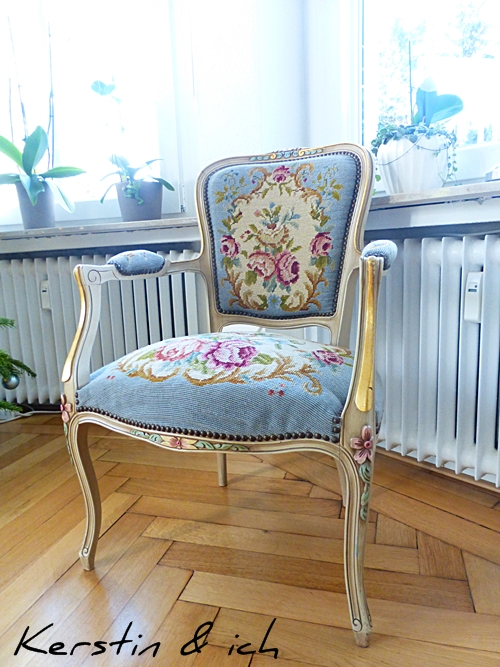 Antiker Stuhl Stoffbezug Blumenmuster