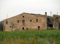 La façana de llevant del mas de Torroella de Dalt