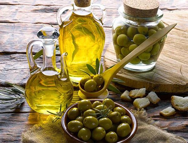 زيت الزيتون افضل انواع الدهون الصحية