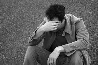 هل بكاء الرجل ينقص من رجولته ؟