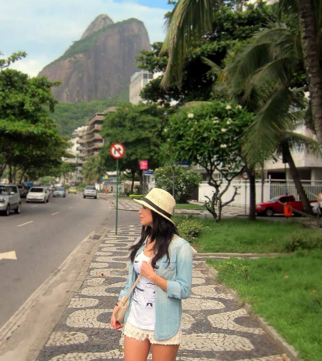 streetstyle, denim shirt, lace shorts, fashion blogger, rio de janeiro, fashion trend, bim&lola bag
