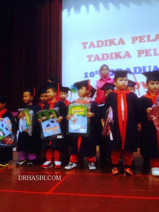 Majlis Graduation Tadika Pelangi Kreatif pakai jubah