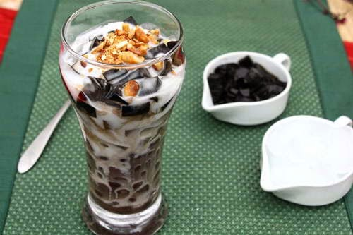 Vietnamese Red Bean with Black and White Agar Dessert
