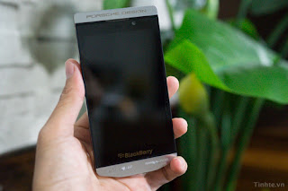 Hands On  prototype Porsche Design BlackBerry P'9982, more than $ 2,000.