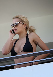English: Rita Ora Bikini Miami Hotel Balcony