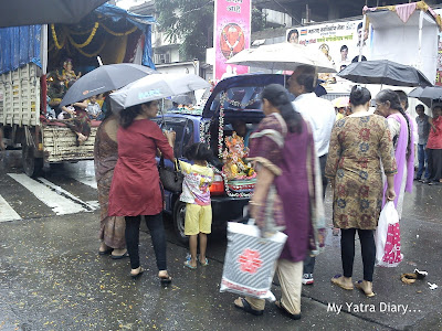 Ganpati idols being brought for visarjan in cars