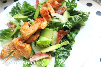 Σαλάτα με κοτόπουλο, μπέικον και αβοκάντο