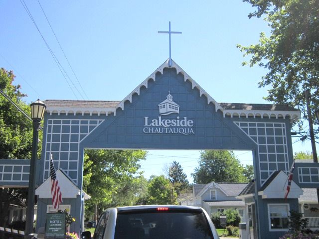 Relevant tea leaf visiting lakeside ohio the beautiful quaint gated community is one of ohios hidden jewels though not an island it reminded me of michigans mackinac island publicscrutiny Image collections