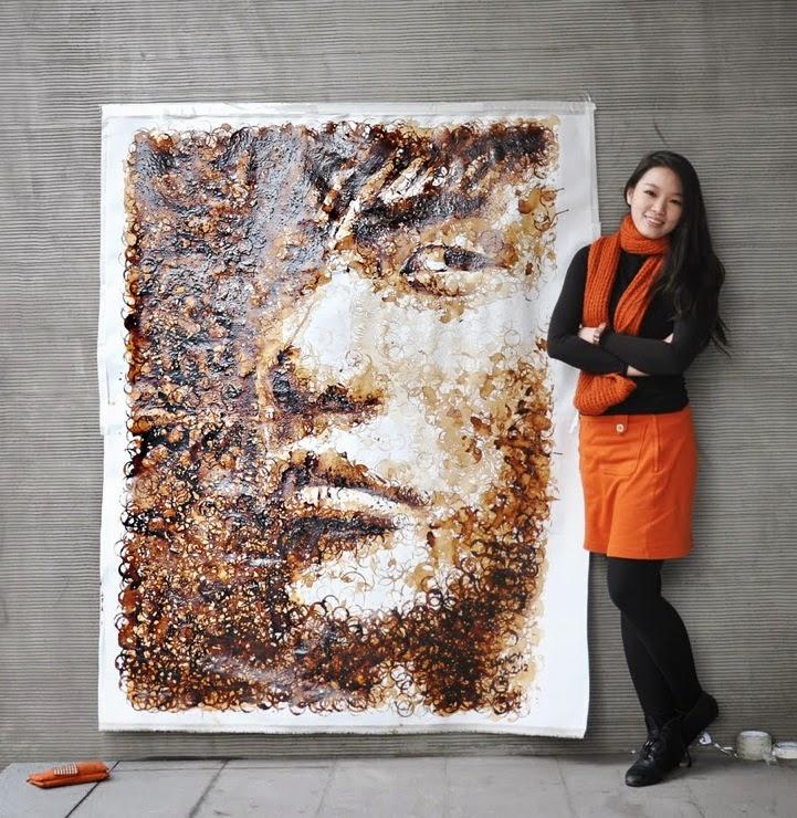 Seniman yang menggunakan noda cangkir kopi untuk melukis
