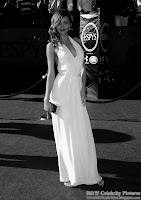B&W pictures of Miranda Kerr wearing a sexy white dress, at ESPY awards - pic 4