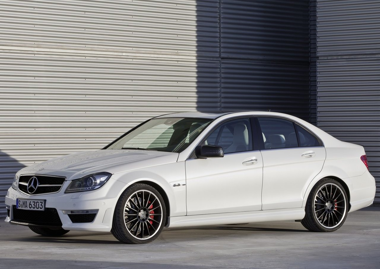 http://2.bp.blogspot.com/-YjwDv46wzeE/ToRfL8rXCOI/AAAAAAAADDY/wGI30jJjLbg/s1600/Mercedes-Benz-C63_AMG_2012_1280x960_wallpaper_19.jpg
