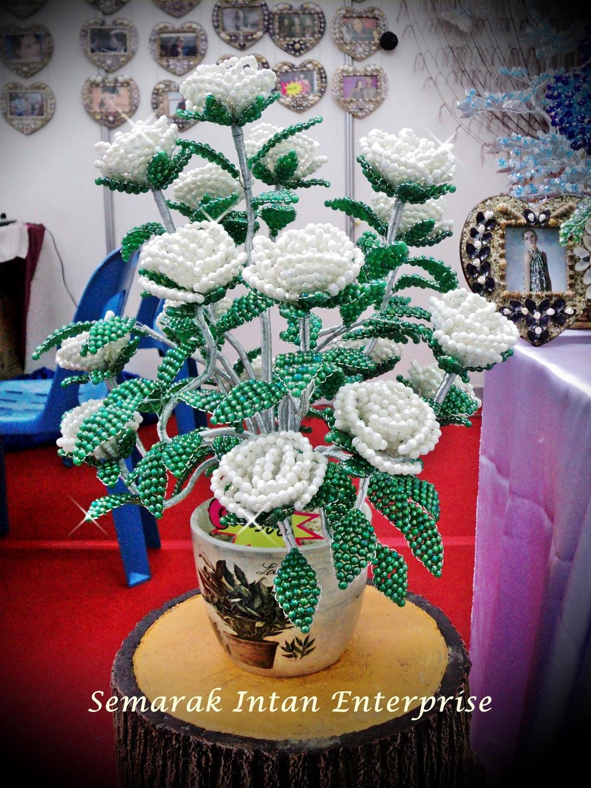 Bunga Manik Ros Putih RM300