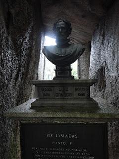 Busto de bronze en la cueva donde Camoes escribió Os Luisíadas en Macao