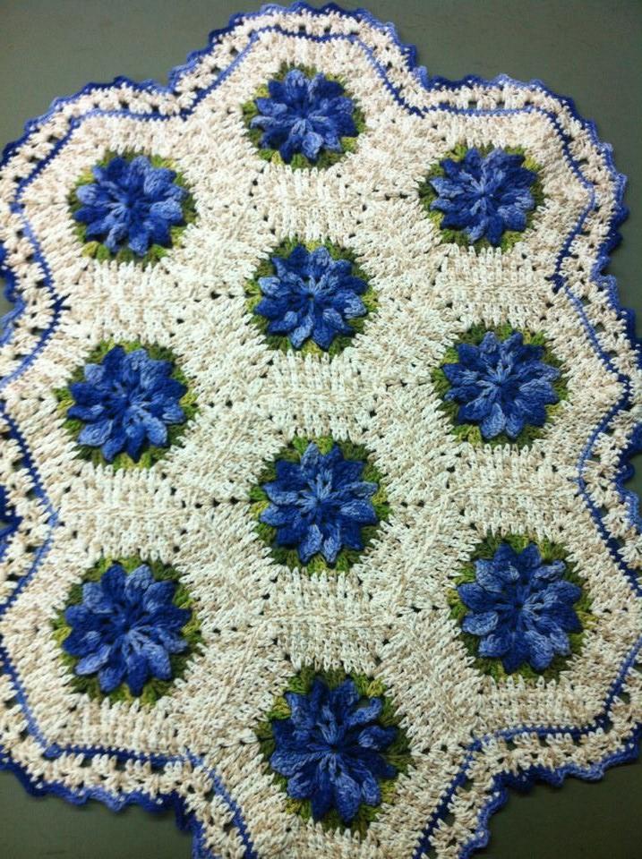 Gata bordadeira barroco no nosso curso de crochet for Clases de tapetes