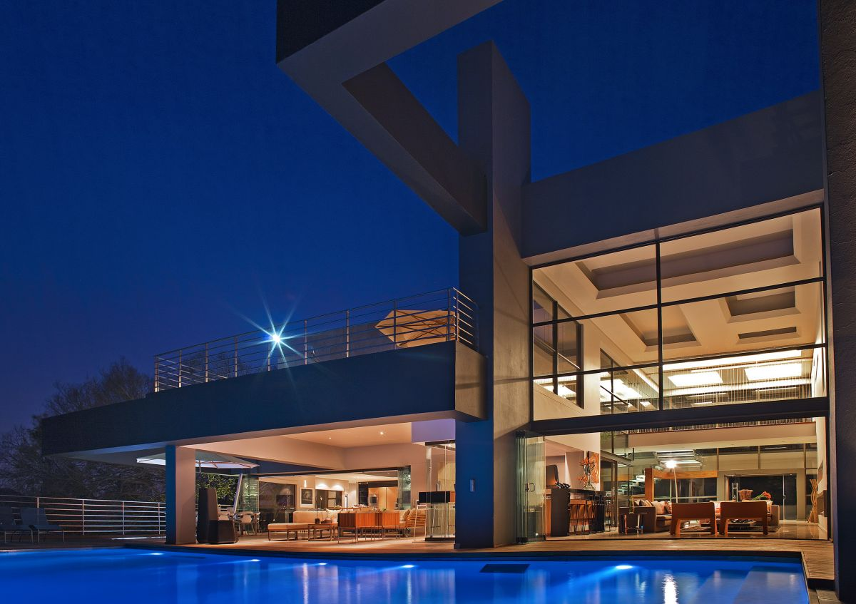 Millionaire luxury modern johannesburg residence designed for Pictures of luxury homes