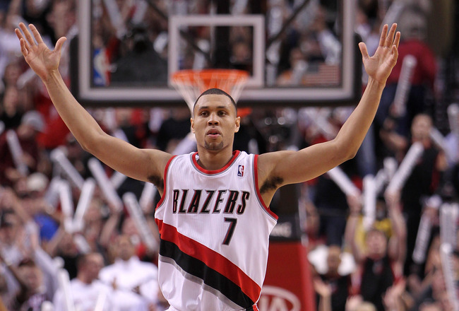 Nvsps http://seattlesportsblog-kshell.blogspot.com/2011/12/brandon-roy-retires-from-blazers-at-27.html