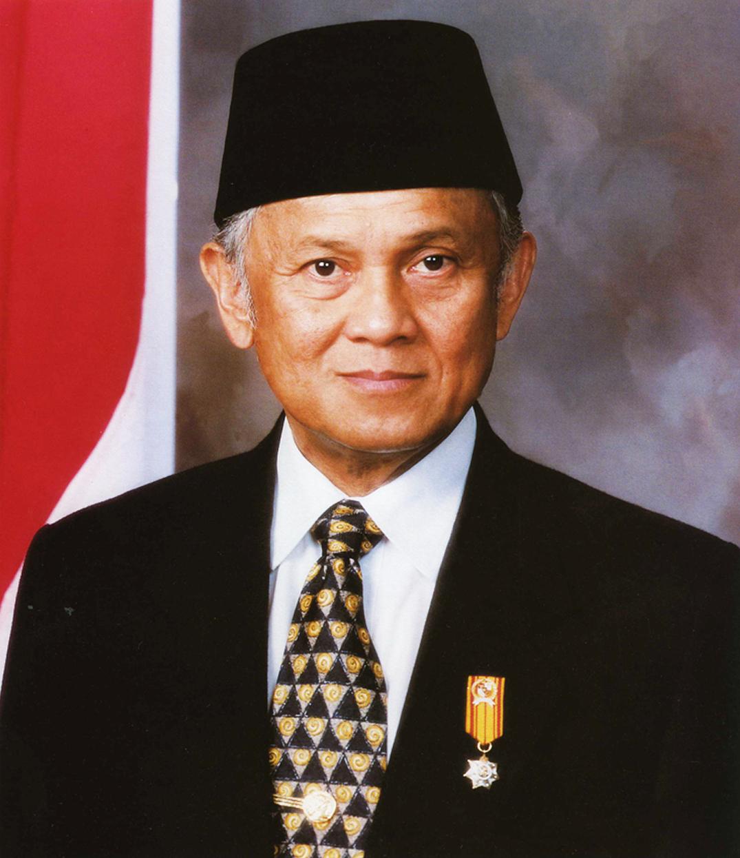 Presiden B.J. Habibie berwarna