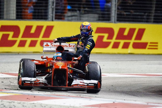 Mark Webber hitches a ride on Alonso's Ferrari - Singapore 2013