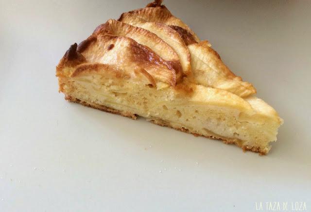 Trozo de tarta de manzana y bizcocho