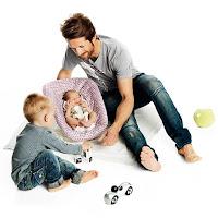 pare jugant amb nen