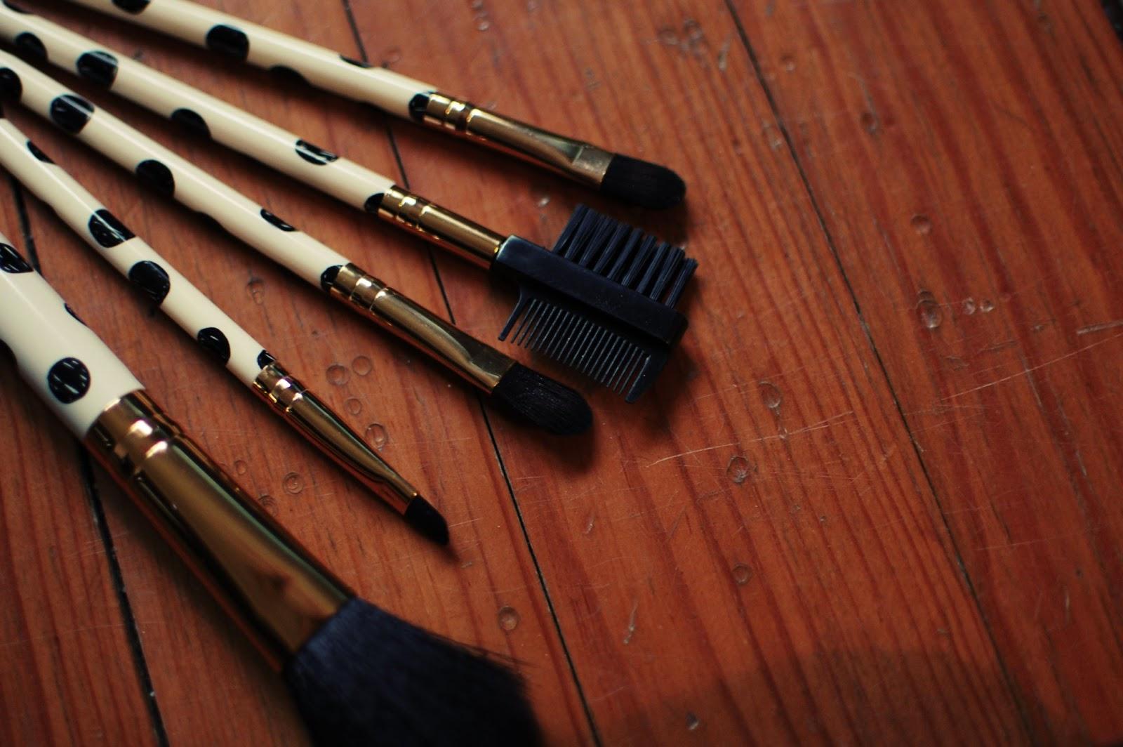 brushes-forever21-make-up-accesories-pinceaux-maquillage-accessoire-beauté-eyelid-blush-eyebrow-eyelash-sourcil-paupière-cil-petit-prix-cheap