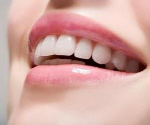 3 Cara Ampuh Memutihkan Gigi Secara Alami Tanpa Efek Samping