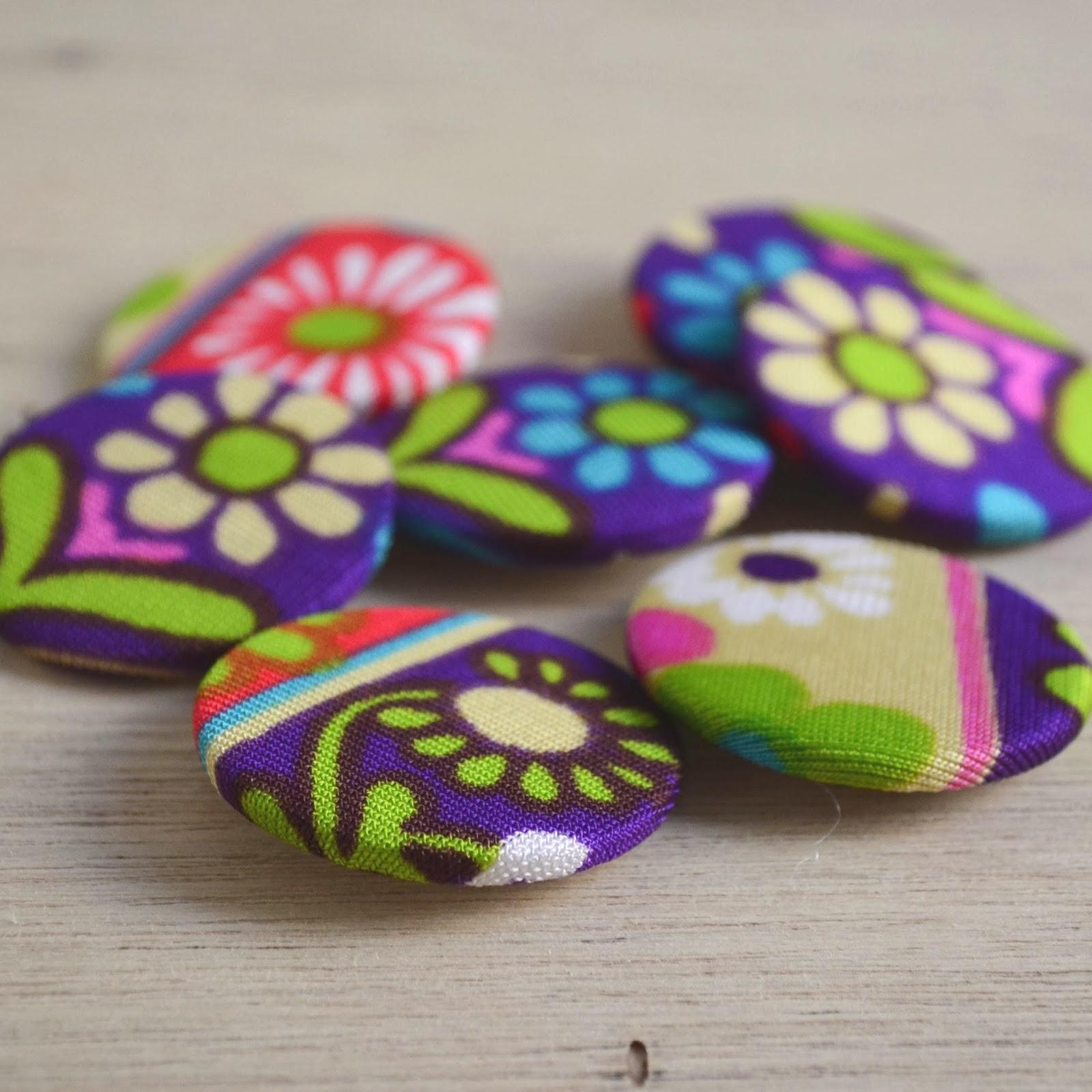 https://www.etsy.com/listing/175722434/retro-floral-fabric-badges?ref=shop_home_active_7