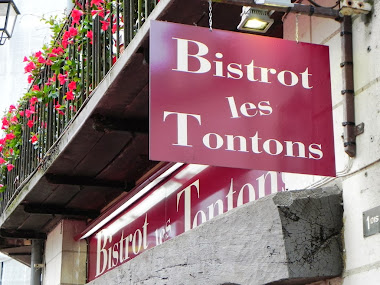 BISTROT LES TONTONS, Place St Pierre, Saumur