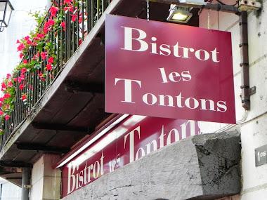 BISTROT LES TONTONS, Place St Pierre, Saumur