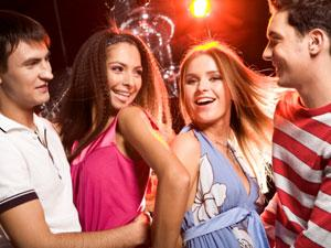 Why Group Dating Is A Bad Idea - friends - party
