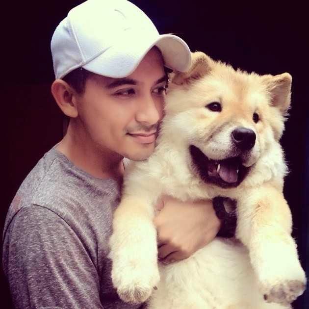 Foto Ryan Delon dan anjing