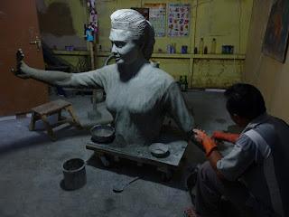 Prose pembuatan patung Penari Toraja