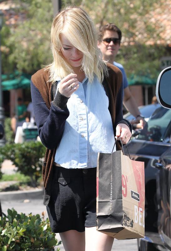 Emma Stone shopping in Malibu August 19th 2012