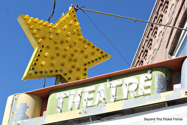 neon sign, vintage sign, star, theater, http://bec4-beyondthepicketfence.blogspot.com/2015/10/small-town-thrifting.html