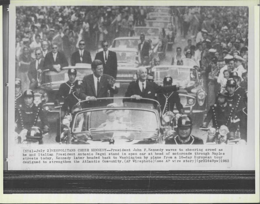 7/1/63: AGENTS GRANT & BLAINE ON REAR OF JFK'S CAR