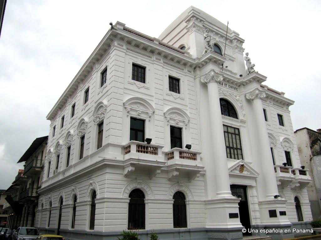 palacio municipal casco viejo panama