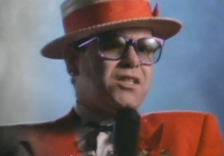 videos musicales de los 80 Elton John Sad Songs say so much