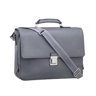 Louis Vuitton Taiga Leather Vassili GM M32638