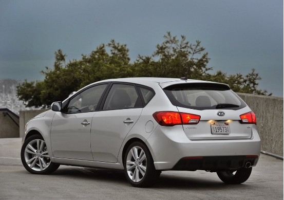 Rear 3/4 view of 2011 Kia Forte 5-door