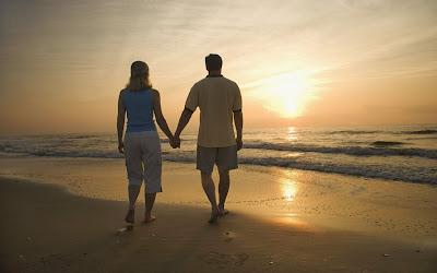 imagenes de enamorados en el mar