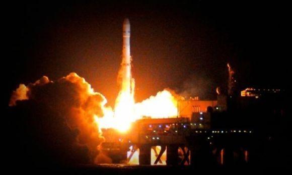 Roket Zenit-3SL membawa satelit Intelsat 21