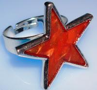 Anillo estrella roja chapado en plata, regulable